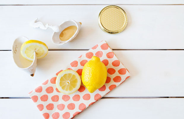 Homemade-Honey-and-Lemon-Face-Mask
